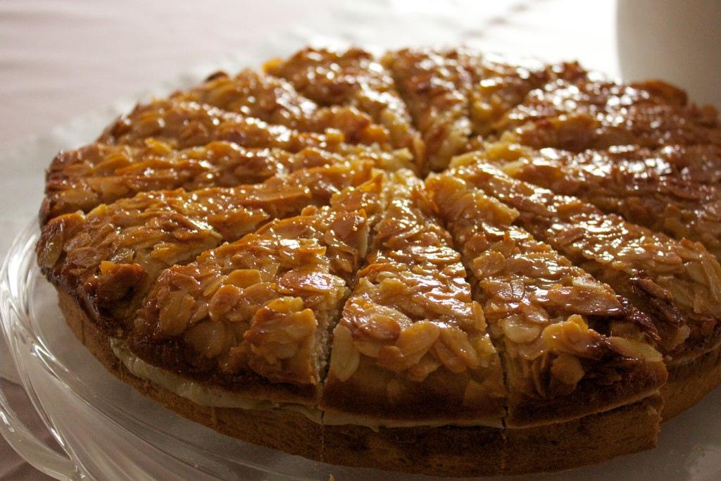 Bienenstich Recipe bienenstich (bee sting cake ) in munich sweet ...